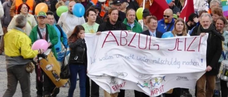 Bild: Ansbach Ostermarsch DKP und KSČM