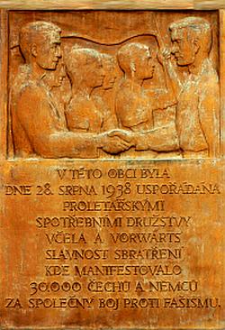 Bild: Gedenktafel in Holany